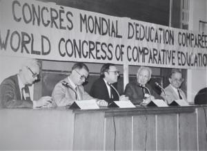 Michel Debeauvais à G - Ouverture du CMAEC 1984 Paris